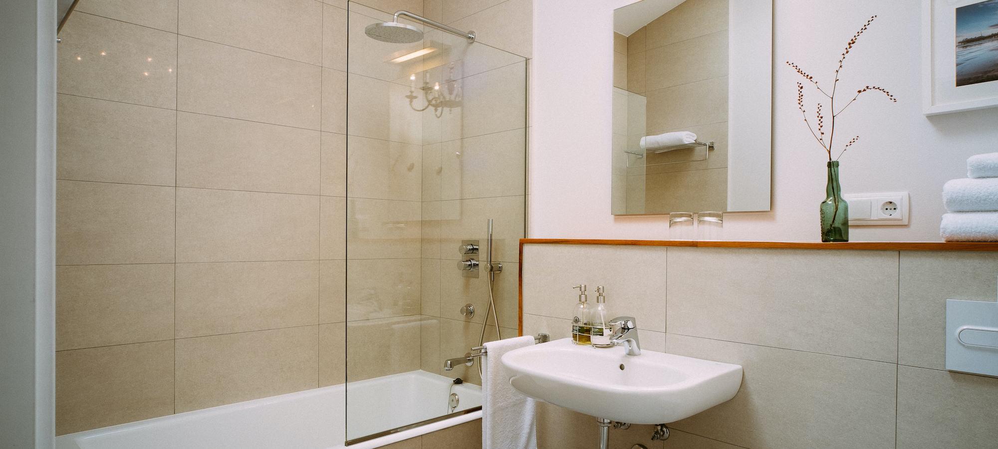 el gran suelo habitación jardín baño