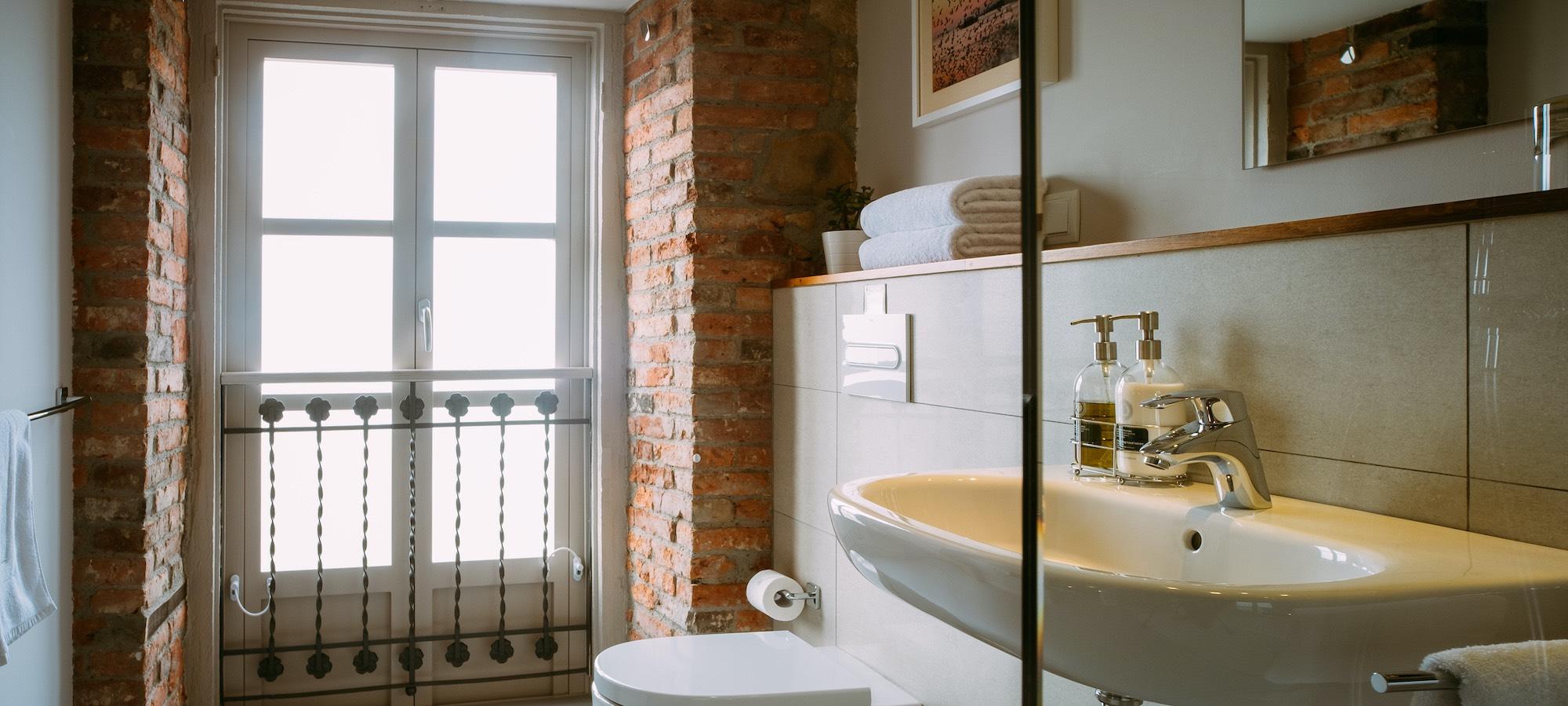 el gran sueño plaza bedroom bathroom
